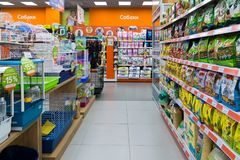 Zelenograd,俄罗斯- 9月15 2017年 四个爪子购物中心的Panfilov宠物商店 免版税库存照片
