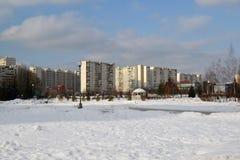 Zelenograd,俄罗斯- 2月20 2016年 16条大道邻里在冬天 免版税库存图片