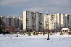 Zelenograd,俄罗斯- 2月20 2016年 16条大道邻里在冬天 库存图片