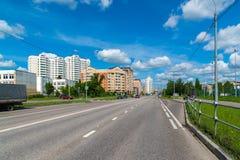 Zelenograd Rússia o 26 de maio 2017 Distrito número novo 20, vista da rua do piloto Tarasova Foto de Stock