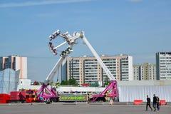 Zelenograd Rosja, Maj, - 09 2016 Carousel na głównym placu podczas świętowania zwycięstwo dzień Fotografia Royalty Free