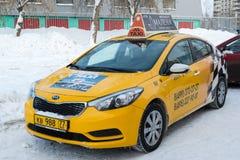 Zelenograd Rosja, Styczeń, - 24 2016 Miasta żółty taxi outdoors Zdjęcia Stock