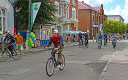 Zelenogradsk,俄罗斯 一传统自行车比赛加里宁格勒- Zelenogradsk ` A游览de Kranz `的参加者 免版税库存照片