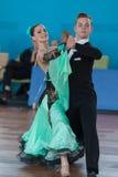 Zelenskiy Ivan och Lantuhova Anna Perform Youth-2 standart program Arkivfoto