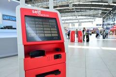 Zelf - controle - in kiosk Stock Foto's