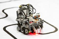 Zelf-gemaakte robot van Lego-blokken Stock Afbeeldingen