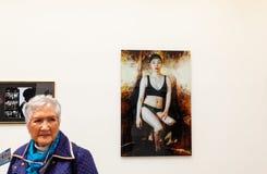 Zelf-portretten door Mari Katayama bij het Centrale Paviljoen tijdens de 58ste Internationale Kunsttentoonstelling wordt blootges royalty-vrije stock fotografie
