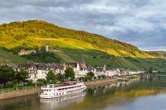 Zell la Moselle dans la lumière d'après-midi image libre de droits