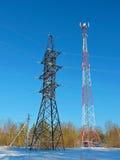 Zellantenne, Übermittler Telekommunikation Fernsehbeweglicher Radioturm gegen blauen Himmel Lizenzfreies Stockbild