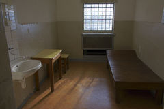 Zelle in Stasi-Gefängnis, Berlin Stockfotos