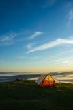 Zelt auf die Oberseite eines Berges Lizenzfreie Stockfotografie