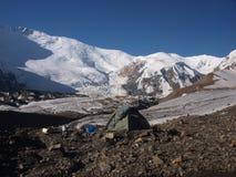 Zelt in den Pamir-Bergen in Kirgizstan Stockbilder