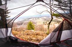 Zelt gegründet mit einer szenischen Ansicht Lizenzfreies Stockbild