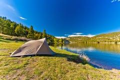 Zelt gründete an einem schönen Tag am Hauser See Montana Stockfoto