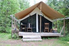 Zelt im Holz Stockfotos