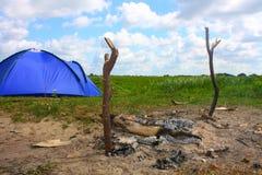 Zelt und Feuer Lizenzfreie Stockfotografie