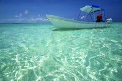 Zelt, welches die blaue Lagune und Boot Sian sich entspannen, das in Mexiko kaan ist Stockfotografie