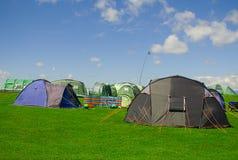 Zelte auf einem Campingplatz Lizenzfreie Stockfotografie