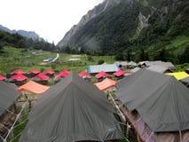 Zelte bei Ghangharia, Tal von Blumen Stockfotografie