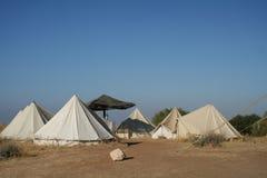 Zelte an einem Campingplatz Stockbilder