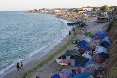 Zelte warfen entlang den Strand in Vama Veche Lizenzfreie Stockfotos