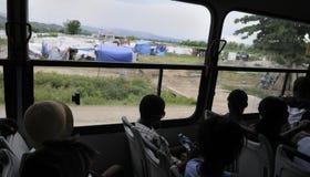 Zeltstadt von einem Bus. Lizenzfreie Stockfotografie