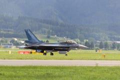ZELTWEG ÖSTERRIKE - JULI 02, 2011: flygplan LOCKHEED MARTIN F-16 Fotografering för Bildbyråer