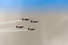 ZELTWEG AUSTRIA, LIPIEC, - 02, 2011: Latająca byków Aerobatics drużyna, Obraz Stock
