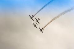 ZELTWEG, AUSTRIA - 2 LUGLIO 2011: Gruppo di acrobazie aeree dei tori di volo, Fotografia Stock Libera da Diritti