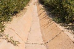 Zement-Abzugskanal des Wassergrabens Stockbild