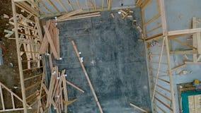 Zementboden- und -holzwände des Wohnungsneubaus stock footage