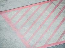 Zementbodenbeschaffenheit und rote Streifen Lizenzfreie Stockfotos