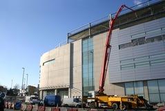 Zementieren Sie in neues Gebäude gepumpt werden stockfotos