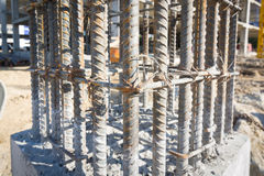 Zementstütze im Konstruktstandort Stockfotos