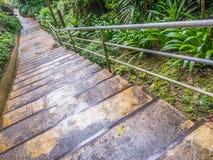 Zementtreppenhintergrund am regnerischen Tag Lizenzfreies Stockbild