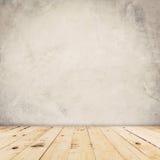 Zementwandhintergrund und -Holzfußboden Lizenzfreie Stockbilder