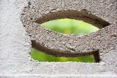 Zementziegelstein und undeutlicher Hintergrund Lizenzfreie Stockbilder