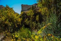 Zemivallei, Goreme, Cappadocia, Anatolië, Turkije: Mooi landschap en mening van de rots tegen de blauwe hemel in de zomer stock foto