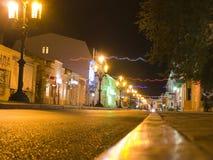 Zemskayastraat in het centrum van Feodosia-nacht. Royalty-vrije Stock Fotografie