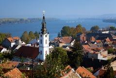 Zemun, iglesia de San Nicolás, Danubio y Belgrado fotografía de archivo libre de regalías