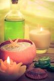 Zen aromatico delle pietre delle candele di massaggio dell'olio Fotografie Stock
