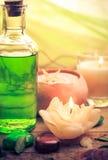 Zen aromatique de pierres de bougies de massage d'huile Images libres de droits
