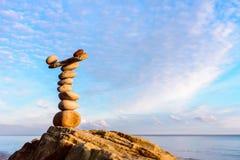 Zen Balance på kusten Arkivbilder