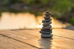 Zen Balancing Pebbles Next a Misty Lake fotografía de archivo