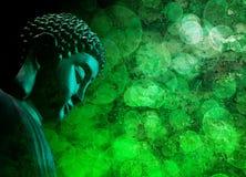 Zen Buddha Statue Meditating verde bronzeo Fotografie Stock