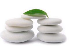 Zen di pietra bianco del ciottolo immagine stock