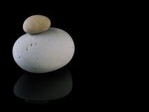 Zen dryluje skała zdrój w sterty mindfulness zdjęcie stock