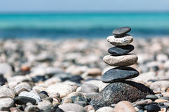 Zen evenwichtige stenenstapel Stock Foto