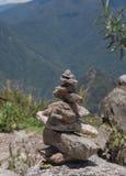 Zen i energia od Ziemskiego kamiennego piramida Zdjęcie Royalty Free