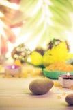 Zen kamieni perfumowej świeczki drewniany tło Zdjęcia Stock